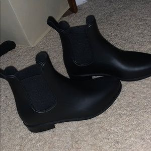Black boots! Hunter boots dupe!